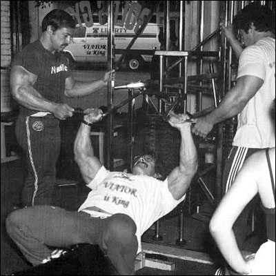 Casey Viator assisting Mike Mentzer with forced reps