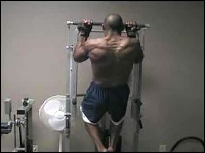 Vee Ferguson performing SuperSlow chin ups